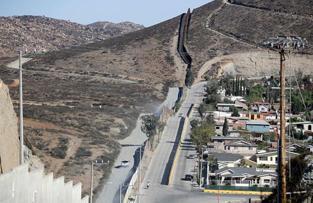 El muro tendría un costo de entre cinco mil mdd y 10 mil mdd. Foto: AP