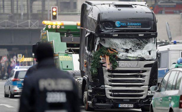 Un camión contra un mercado de Navidad en el centro de Berlín provocó 12 muertos y 48 heridos. Foto: Agencias