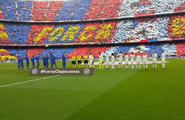 Ambos equipos iniciaron el partido con un minuto de silencio por los fallecidos del Chapecoense. Foto: Twitter @realmadrid
