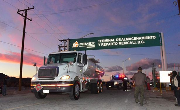 Manifestantes liberan planta de Pemex en La Rosita, Mexicali