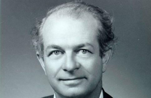 1901.- Ve la primera luz el químico estadunidense Linus Pauling, quien destaca por sus contribuciones a la comprensión de la naturaleza del enlace químico, a la electronegatividad y a las estructuras resonantes.