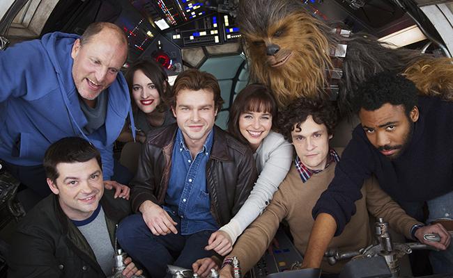 El elenco en los controles del Halcón Milenario Foto: EFE