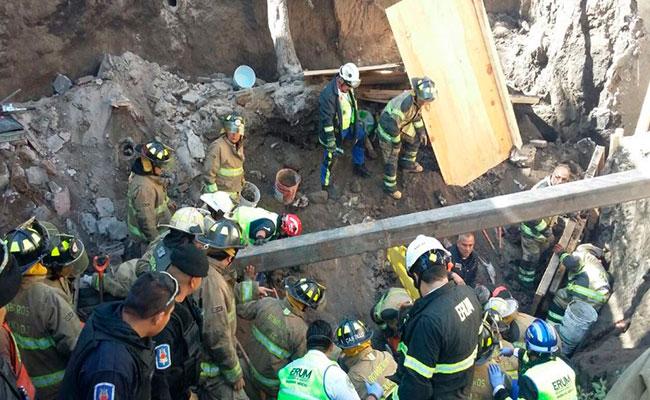 Derrumbe en Miguel Ángel de Quevedo deja dos muertos y tres heridos