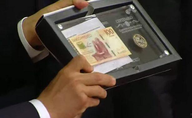 Presentan billete y moneda conmemorativos de la Constitución