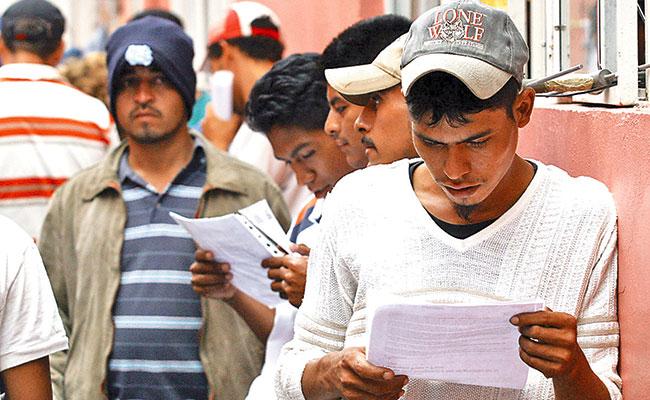 Migrantes renuncian a la residencia en Estados Unidos… sin saberlo
