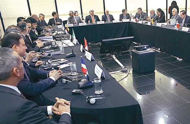 FISCALES DE Brasil y de otros catorce países, tanto de América como de África y Europa, se reunieron ayer en la Fiscalía de Brasilia, para discutir las implicaciones del escándalo de corrupción en Odebrecht y trabajan juntos para comparar notas sobre casos de corrupción que se han extendido a través de los continentes.