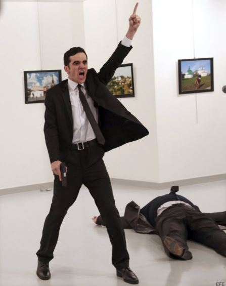 1er lugar: An Assassination in Turkey. Burhan Ozbilici, Turkey, The Associated Press.