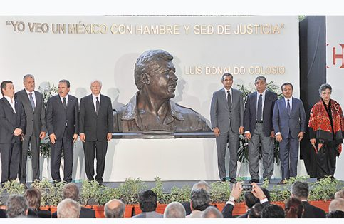 A 23 años de su muerte, en la sede nacional del PRI, el Comité Ejecutivo Nacional, los sectores priístas y la Fundación Colosio rindieron homenaje al que fuera su candidato a la Presidencia de la República.
