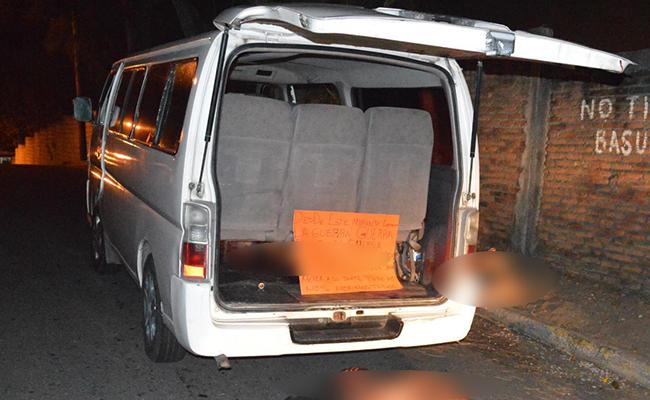 En el vehículo estaban los cadáveres de hombres y mujeres. Foto: Diario de Xalapa