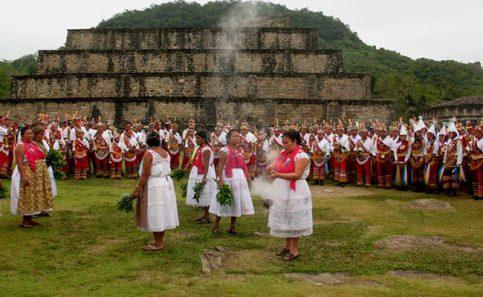 Los participantes en la ceremonia de El Litlán, sintieron su espiritualidad y su cercanía con la deidad Tajín.