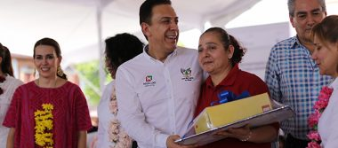 Entregó Omar Fayad apoyos en la Huasteca