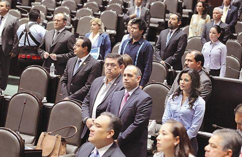 En el inicio de la sesión ordinaria se solicitó guardar un minuto de silencio en memoria de Colosio Murrieta.