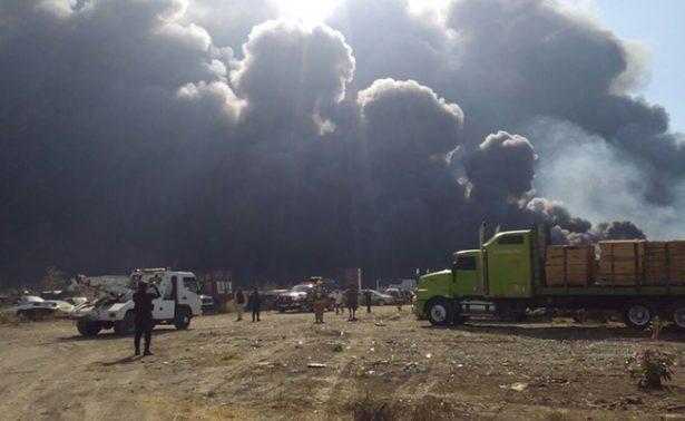 Dos intoxicados y más de 350 vehículos quemados deja incendio en encierro