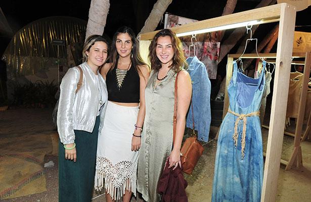 MIA OURGANT con Andrea y Katia Guzmán.
