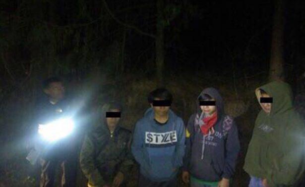Policías rescatan a excursionistas extraviados en el Ajusco