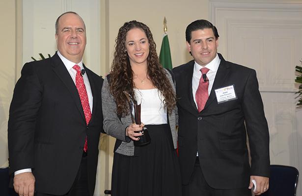 MATTHEW UPCHURCH, Ana Paola Rosete y José Roncero.