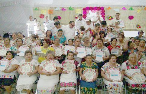 LA GANADORAS de la pasada edición del Segundo Encuentro de Cocineras Tradicionales de Yucatán.