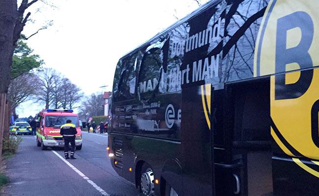 """Junto al autobús del Borussia se produjeron """"tres explosiones"""". Foto: AP"""
