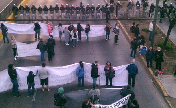 Ex trabajadores de Mexicana de Aviación realizan protesta cerca del AICM