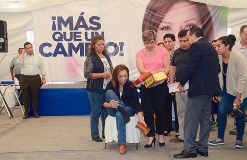 La candidata del PAN se reunió con zapateros en San Mateo Atenco