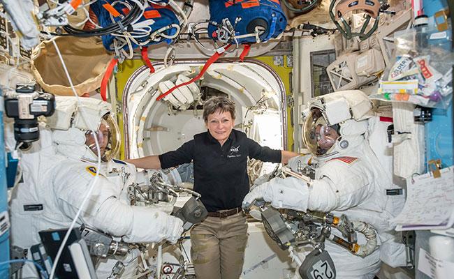 Los astronautas Peggy Whitson, Thomas Pesquet y y Shane Kimbrough en la Estación Espacial Internacional. Foto: AP