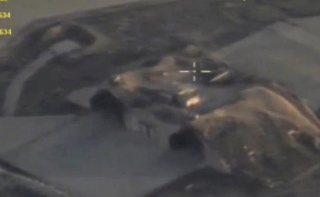 Así quedó el hangar de la base siria / Foto: Reuters