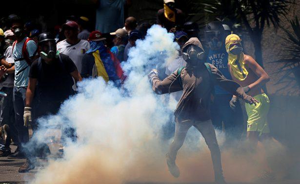 Mueren 12 personas más en protestas en Venezuela