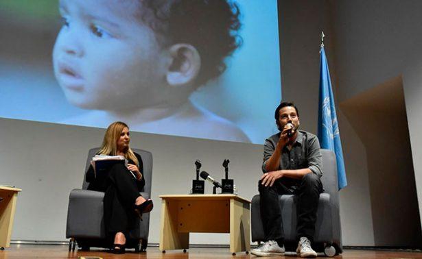Pide Diego Luna resolver crisis de refugiados en México. Con Javier Poza