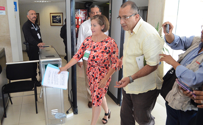Eva Cadena, asistió a la FiscalÍa General del Estado a interponer una denuncia contra quien resulte responsable por la filtración de dicho material