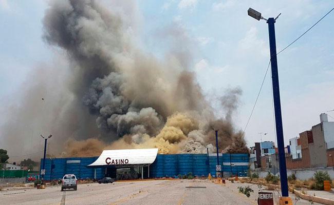 [Video] Se registra fuerte incendio en Naucalpan