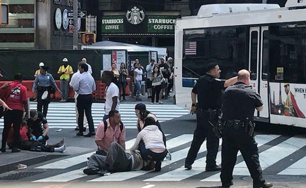 Por lo menos diez peatones, arrollados por vehículo en Times Square