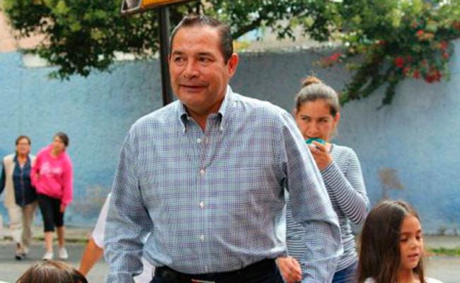Luis Miranda, titular de Sedesol, trata de votar con credencial vencida