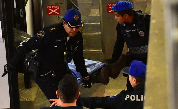 Fallece usuario al asomarse de vagón en Metro de la CDMX