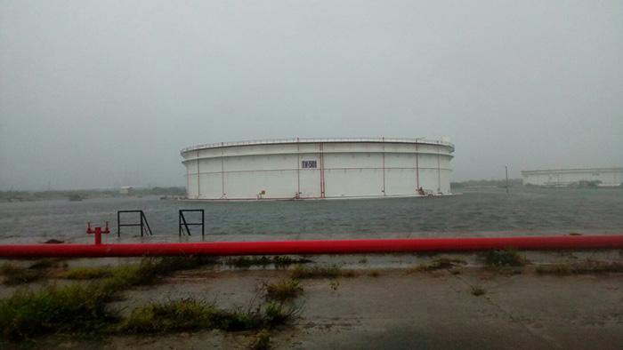 refineria_inundada_3