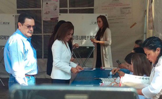 Vota Delfina; pide Morena sufragar en paz
