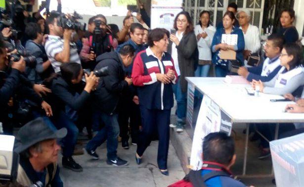 Delfina Gómez ejerce su voto una casilla de Texcoco