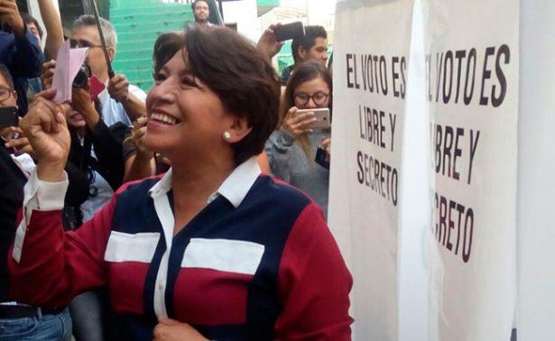 En Texcoco emite su voto Delfina Gómez