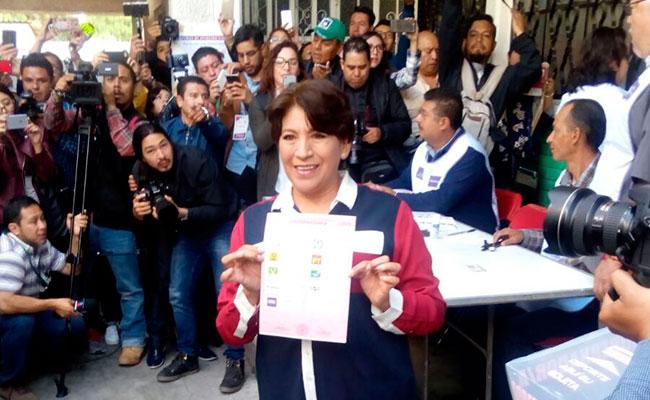 04/06/2017 @ 09:57 Delfina Gómez, primera candidata en votar en Edomex