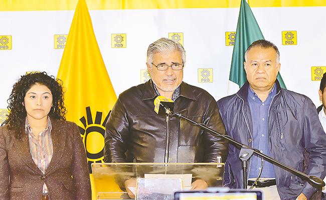 La corriente Militantes de Izquierda del PRD durante la conferencia de prensa reiteraron que no abandonarán las filas del partido   Foto: David Deolarte