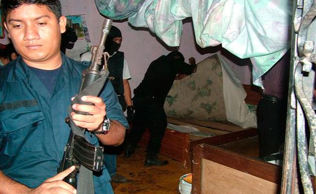 Tras el zafarrancho entre la MS-13 y el Barrio 18 en noviembre de 2004, el gobierno federal desplegó un fuerte operativo policiaco para erradicarlos. CRÉDITO: MOISÉS ARRIOLA