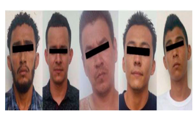 Al centro, un presunto jefe de la MS-13 detenido en mayo de este año y deportado a El Salvador por su participación en al menos diez homicidios. CRÉDITO: FISCALÍA GENERAL DEL ESTADO DE CHIAPAS