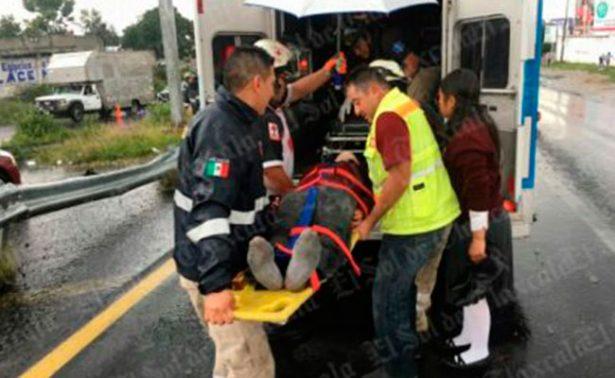Alumnos de bachilleres se accidentan en carretera Apizaco-Tlaxcala