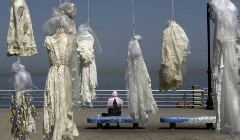 Foto: Exposición de la artista Mireille Honein, en Beirut en abril. PATRICK BAZ AFP