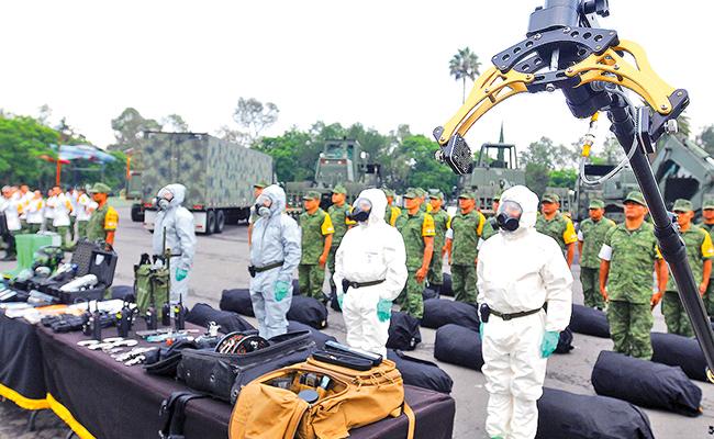 La pulcritud, el orden y la disciplina se perciben en la mirada desconfiada de los Policías Militares | Foto: Ernesto Muñóz