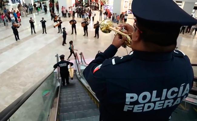 [Video] ¡Viva México! Policía Federal sorprende con flashmob en centro comercial