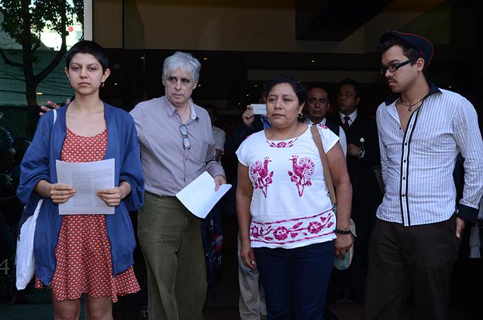 Micaela Flores García, su esposa, y Citlalli del Río Flores, su hija / Foto: Federico Xolocotzi