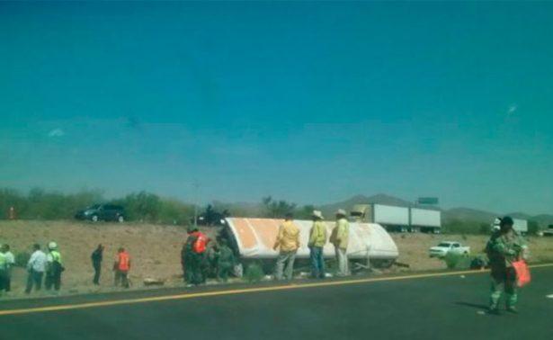Muere hombre y bebé en volcadura de camión en Sonora