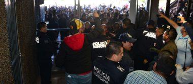 Retoman burócratas Palacio de Municipal de Mexicali