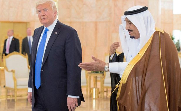 Trump llega a Arabia Saudita en el marco de su primera gira internacional