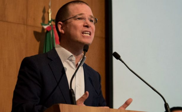 PAN pide que titulares de Segob, CISEN y PGR comparezcan por espionaje